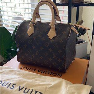 Louie Vuitton Monogram Speedy 25